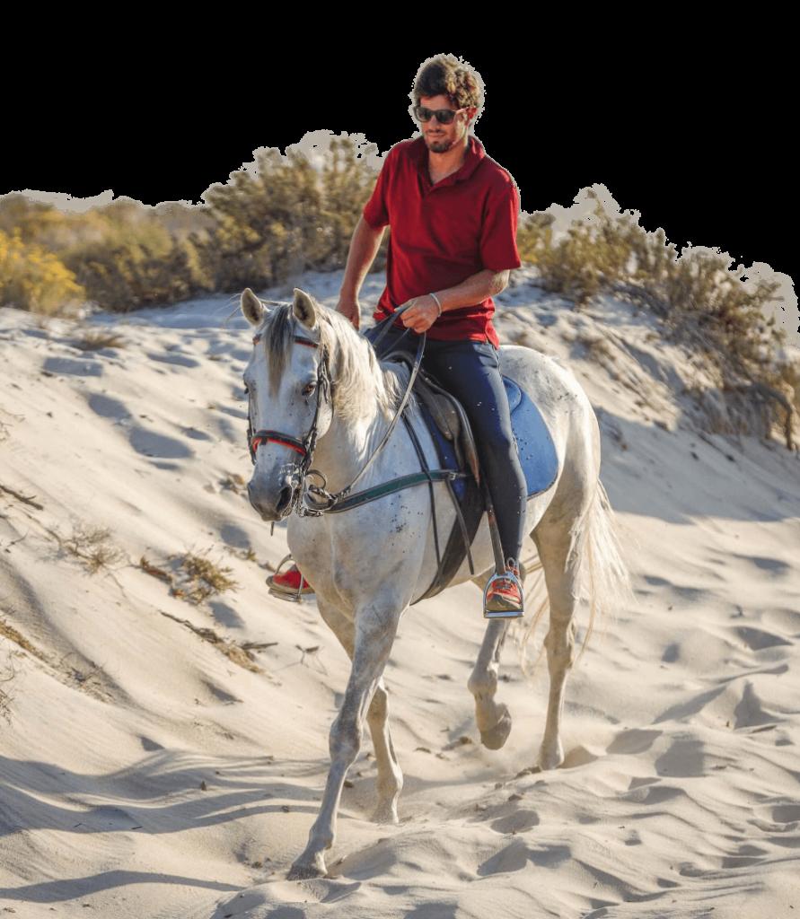 Lourenço Aragão riding horse